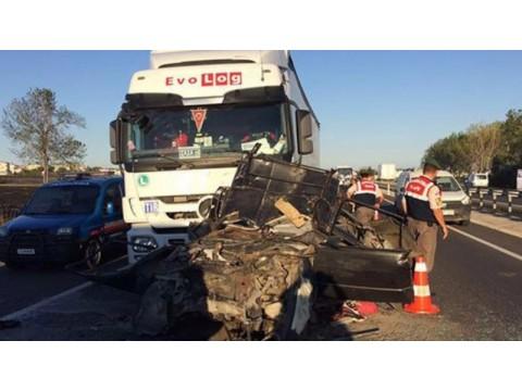 Tekirdağ Yolundaki Feci Kaza ! 5 Kişi Hayatını Kaybetti